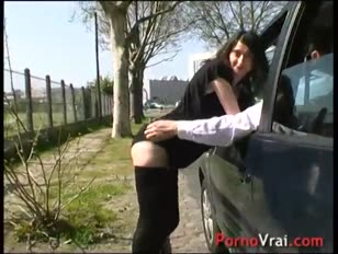 She sploogs incapable to confine himself in the street french amateur