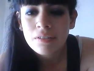 B elle femme argentine montre sa poitrine tfesse suce gode